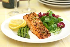 salmon and salad asparagus